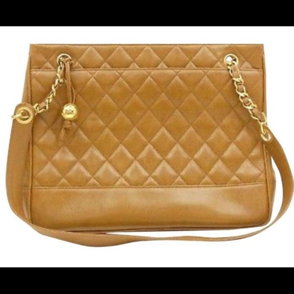 CHANEL Handbags - Vintage Chanel Quilted Purse